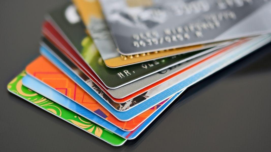 Tarjeta de crédito vs tarjeta de débito: Principales ventajas y desventajas